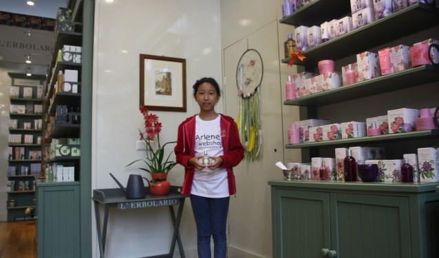 """Arlene Chen maakt haar debuut als onderneemster in Rotterdam. """"Spulletjes kosten geld, dat kan ik zelf verdienen.                  Foto: GvL."""