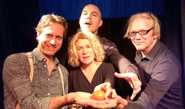 Dominique (zang) wordt begeleid door Eelco Menkveld op piano, Hans van Gelderen, gitaar en Sybren van Doesem op trompet. (Foto: DT)