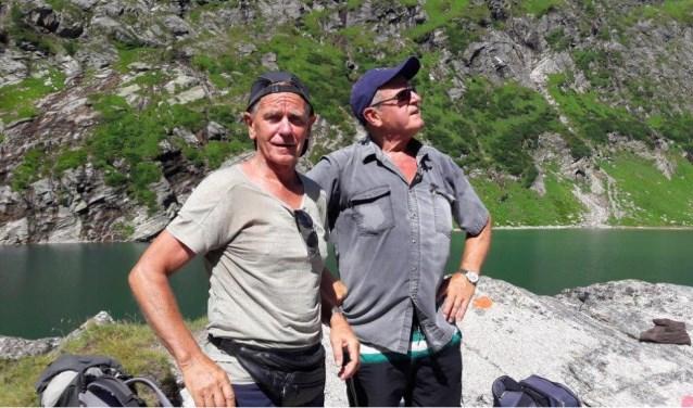 Peter van der Meer uit Monster en Frans Jonkers uit Loon op Zand zijn op de weg terug van hun 1170 kilometer lange wandeltocht.