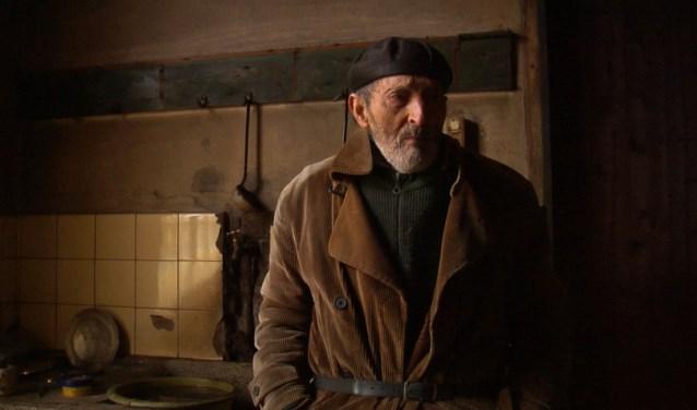 """Documentairemaker Daan Jongbloed maakt een film over de eigenaardige kluizenaar boer Peer. """"Peer was een prachtige en sterke man, echt een boer als vroeger"""", aldus Jongbloed."""