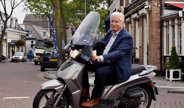 De brommer hoort bij Gerard van Dooremolen zoals De Peperbus bij Zwolle.