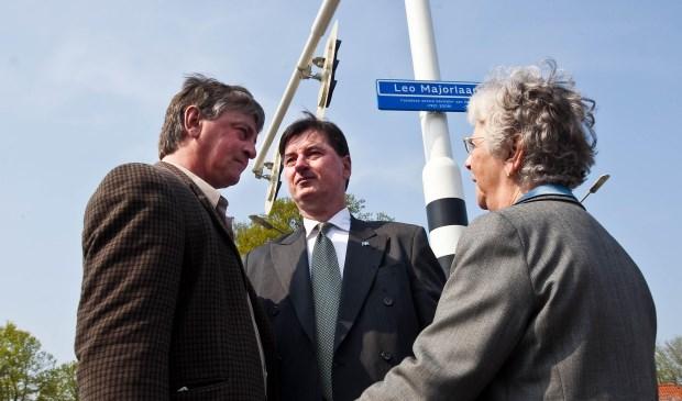 Twee zonen en de weduwe van Leo Major waren op 14 april 2009 bij de onthulling van de straatnaamborden van de Leo Majorlaan. (foto: archief Frans Paalman)