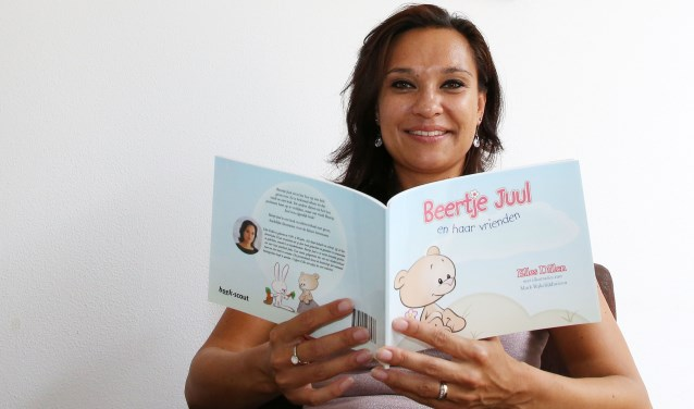 Elles Dillen is trots op haar boekje.