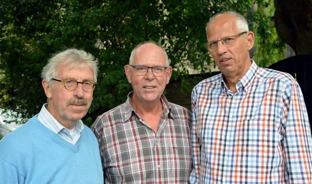 Een aantal leden van het bestuur van Het Knooppunt met v.l.n.r. Ton van der Made, Theo van Kortenhof en Bart Vlooswijk. (Foto: Paul van den Dungen)