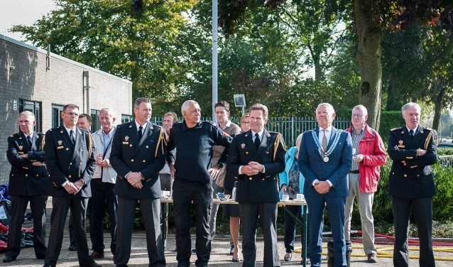Burgemeester Toon van Asseldonk opende zaterdag de verbouwde brandweerkazerne in Elst.