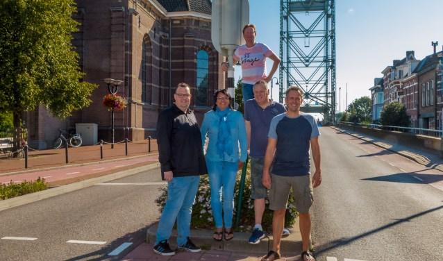 Het voltallige Braderiebestuur, v.l.n.r. Richard van Loon, Sharon Levyssohn, Gertjan Hooftman, Mike Verweij en Edwin Romijn. FOTO: PR