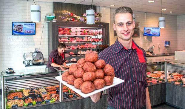 'We kunnen nu al zeggen dat we de lekkerste gehaktbal van de regio hebben', aldus de trotse slager en bedrijfsleider Eric-Jan Kruijs.