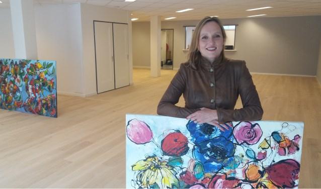 Leonie Halsema in de nieuwe ruimte van haar galerie/kunstuitleen in Velp. Daar gaat ze op 5 oktober open. Foto: Kees Jansen