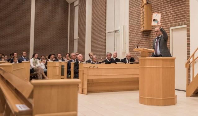 Tijdens de bijeenkomst werden de eerste exemplaren van een jubileumuitgave gepresenteerd.