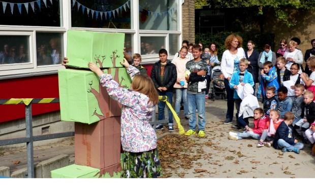 De pedagogische lijn 'The leader in me' werd woensdag geïntroduceerd op CBS Marimba in Spijkenisse door middel van een boom met zeven gewoontes.