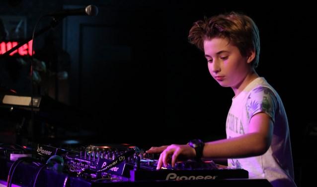 Doornse DJ BastiQ heeft al gedraaid op een mainstage en voor een tv-programma. FOTO: Vanessa Jorissen