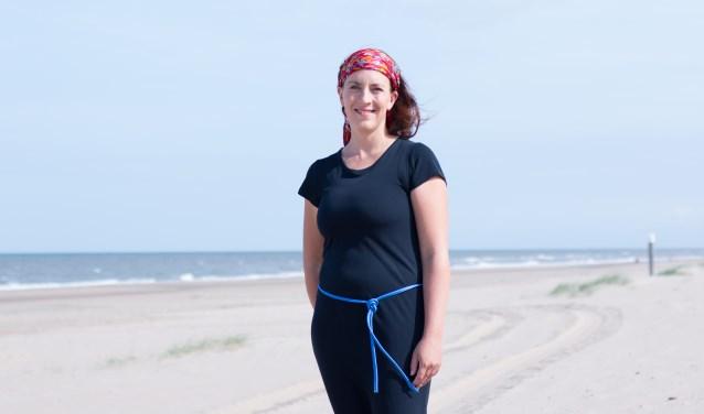 Lidia draagt het hele jaar dezelfde jurk om meer aandacht te vragen voor duurzame kleding.