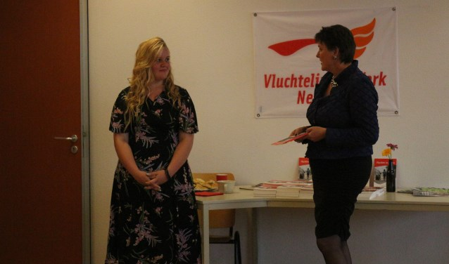 Anna Meuzelaar bij de officiële overhandiging. (Foto: Privé)