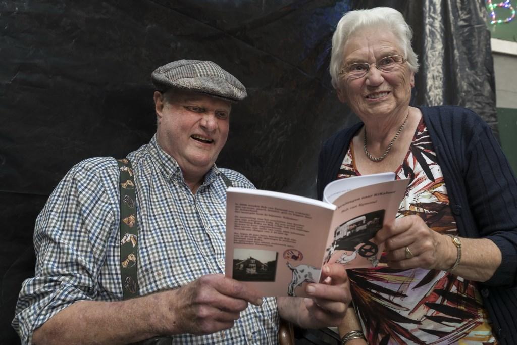 Rob van Egmond presenteerde zaterdag  zijn boek op de boerderij aan de Maandagsdijk 3. Het boek werd opdragen aan één van de oudste inwoners van Barchem.