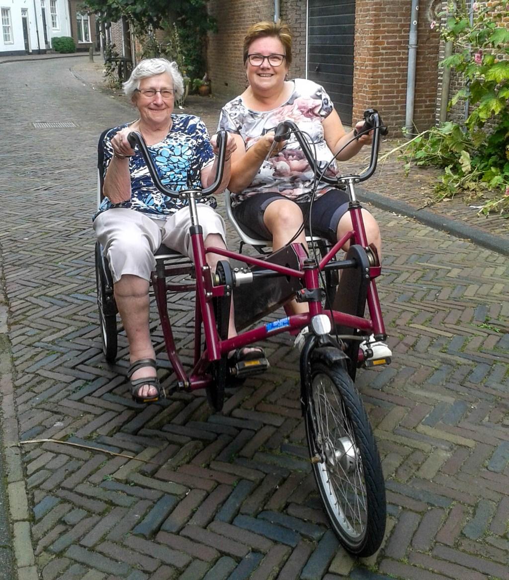 Jeanette Meijer-Boer met haar moeder Boer-Den Boer uit Hoevelaken. (Foto: Sigma)