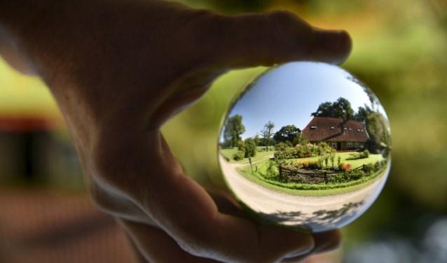 Alsof je in een glazen bol kijkt en ziet hoe je tuin er ooit uit kan komen te zien... Foto: Angeline Verveld