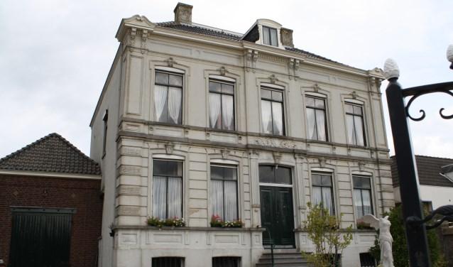 d'Engelenburgh in Fijnaart biedt als hoogtepunt een exclusief pianorecital van het Vlaamse pianoduo Symbiosis op zaterdag om 20.00 uur. Gratis toegang, wel wordt een vrijwillige bijdrage verwacht.