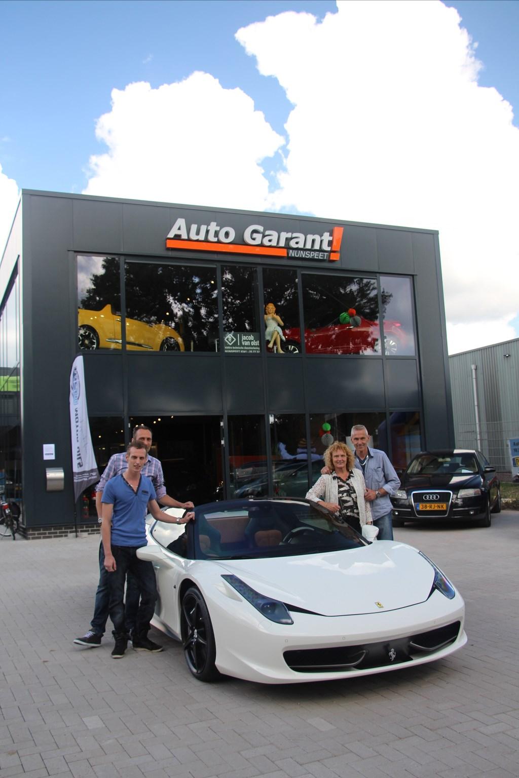 Ongebruikt Ferrari opent nieuw pand Auto Garant   Nunspeet Huis aan Huis MJ-94