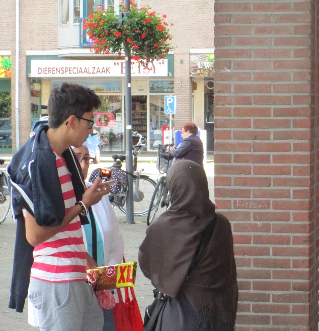 Vluchtelingen kleuren het straatbeeld in Nederland, dus ook in deze regio.