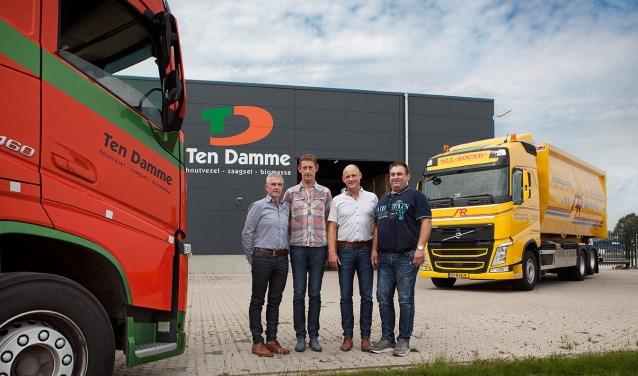 De broers en eigenaren Willie, Henk en Johan ten Damme van Ten Damme met Uigen Oldenboom, directeur/ eigenaar van All-Round