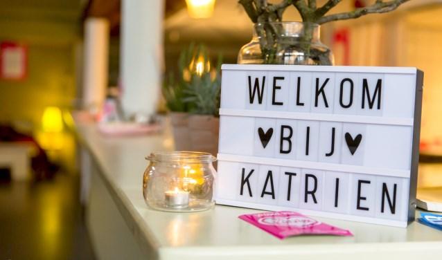 Bij Katrien wil warmte terugbrengen in de binnenstad en weer iets betekenen voor elkaar. Bij Katrien laat bewoners weer samen stralen en mee doen in de nieuwe sociale werkelijkheid.