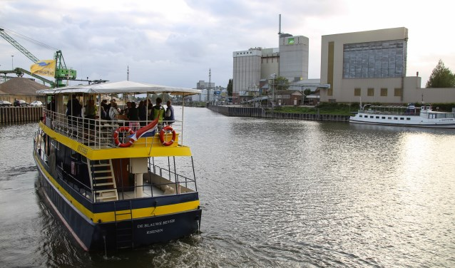 De ondernemers verkenden met de Blauwe Bever de haven en uiterwaarden.