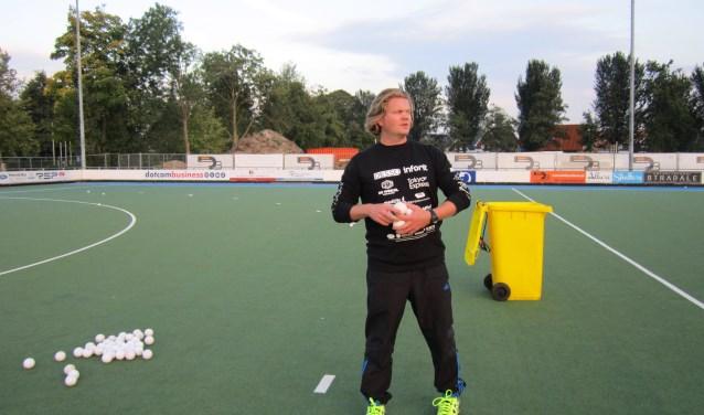 """Martijn de Jongh (36) is trainer-coach van Dames 1. Hij heeft hoge verwachtingen van zijn speelsters:  """"Afgelopen seizoen zijn we tweede geworden in de competitie en hebben in de play-offs net niet de sprong naar de overgangsklasse kunnen maken. Dat willen we dit seizoen wel."""""""