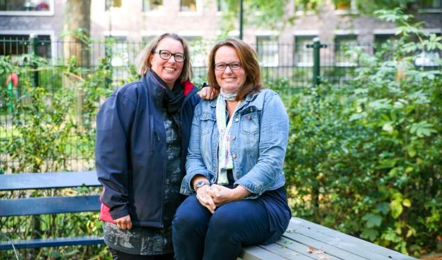 Annelies de Vries (rechts) en Martine Schaap organiseren de reünie van de Thuvineschool.