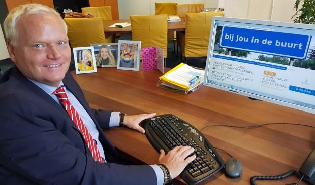 Wethouder Eric Faassen maakt zijn bijdrage over via de actiepagina. (Foto: gemeente Capelle aan den IJssel)