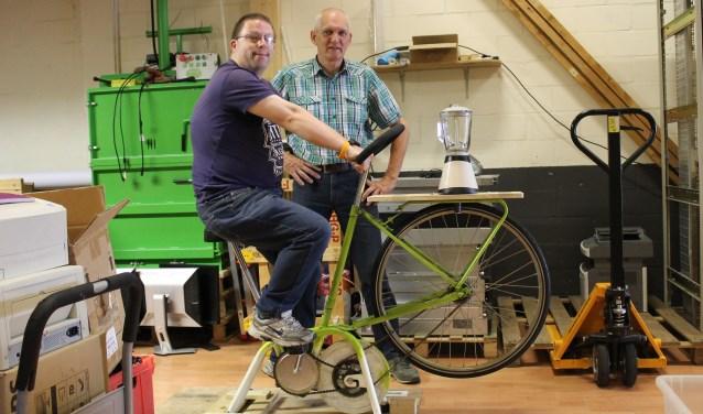 Een jaar geleden ongeveer maakte Ton Ezendam zijn Smoothiefiets. Doel: neerzetten op de Dag van de Duurzaamheid in Veenendaal. Nu mag de fiets weer 'in actie komen'. Want de Dag van de Duurzaamheid is in aantocht, op zaterdag 7 oktober. (Foto: Christine Dijk)