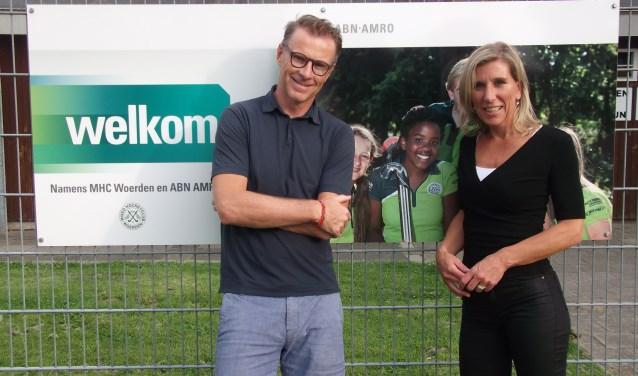 Han Ribbert en Karin Sophia van Dijk zijn de twee vertrouwenspersonen van MHC Woerden. ''Het is belangrijk dat je als vertrouwenspersoon los kunt staan van de vereniging. We dragen de club een warm hart toe, maar we sporten er niet.'' FOTO:Linda Oskam.
