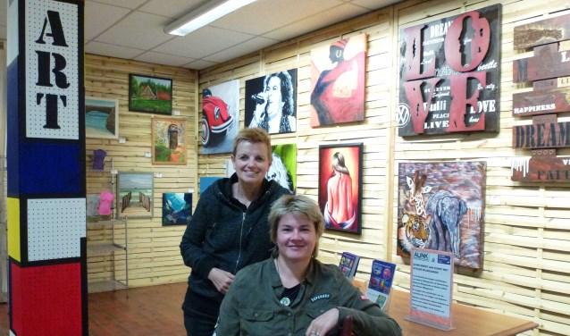Op 14 oktober openen Dajenne Wijngaarde (links) en Marita Lethereenkunsthoek bij Alink Koken en Tafelen.