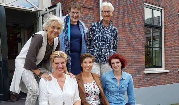 Een aantal leden van de organisatie, boven vlnr: Marian Nijman, Hanny Noorman, Anneke Haring. Beneden: Margret Rensink, Zelma van Alstede, Esther Diepenbroek.