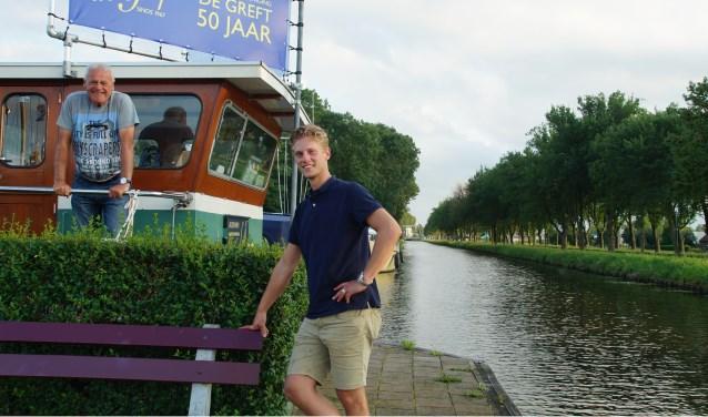De stuurhut van de havenmeester is een bekend beeld, zichtbaar voor iedereen die over de Zegveldse Uitweg rijdt. Daan Stekelenburg (links) en Guido Blijeveld zijn er vaak te vinden en nodigen iedereen uit om op 16 september te komen kijken.