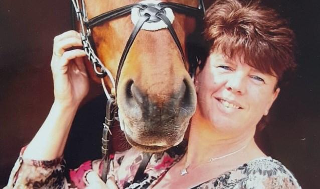 Voorzitter Henriette van het Heideconcours Weijman met haar paard Sagreb S.