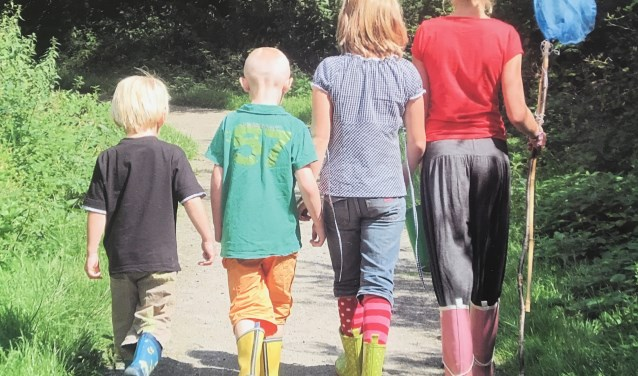 """""""Het is mooi om de kinderen te zien groeien, letterlijk en figuurlijk. De kinderen weten dat wij er voor ze zijn, we geven ze een thuis"""", aldus pleegouders Peter en Tineke de Vogel. FOTO: Karin Wagter"""
