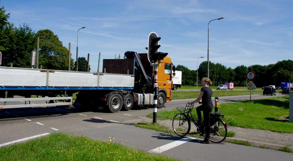 Fietsers gaan in de nabije toekomst met een tunnel onder de N18 door naar Zieuwent. Foto: Eveline Zuurbier