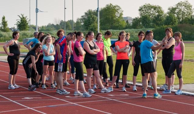In september zijn er volop mogelijkheden om sport op een laagdrempelige manier op te pakken, zoals hier bij de startersgroep hardlopen bij AV'56.  FOTO: Martijn Lavooij, AV'56