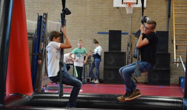 via een obstakelsponsorloop haalden leerlingen van het CCNV ruim 12.000 euro op voor het goede doel.