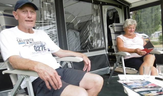 Ria en Hans Suèr verblijven al zeven jaar lang jaarlijks een half jaar op De Molenvelden. De ideale vakantieplek volgens het paar uit Vught. (Foto: Dennis Kroonen).