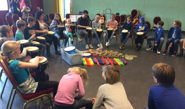 Kinderen hebben tijdens de Muziekmiddag de mogelijkheid workshops te volgen.