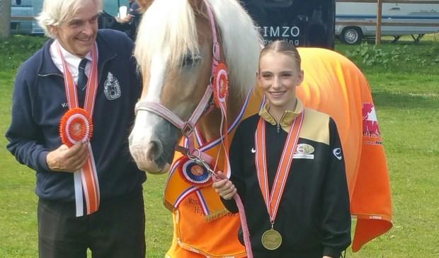 Fionn Baetens (13) uit Elst werd onlangs eerste op het Nederlands Kampioenschap voltige in de solo.