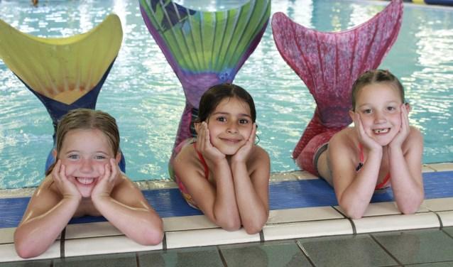 Sinds kort is het mogelijk om als zeemeermin te zwemmen in Boxmeer. (Foto: Optisport)
