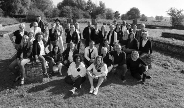 Verschillende leden van Popkoor Akkoord gaanzaterdag 23 septemberin het centrum van Elst op zoek naar sponsoren.