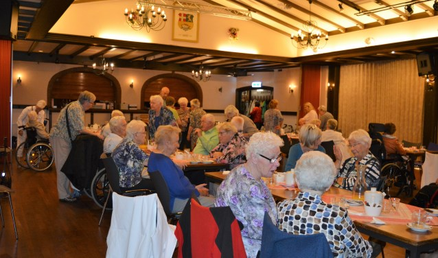 Het was weer genieten tijdens een uitje van de Zonnebloem. Dit keer was het een gezellig feestje in het Wapen van Elst. (Foto: PR)