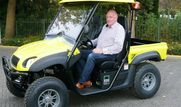 De Buurtpreventie beschikt over een mobiel voor onderhoud in de wijk. Hier voorzitter Toon Huizer. (foto en tekst GvS)