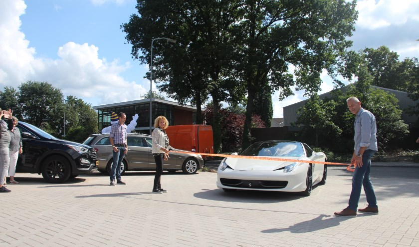 Ongebruikt Ferrari opent nieuw pand Auto Garant   Nunspeet Huis aan Huis KP-43