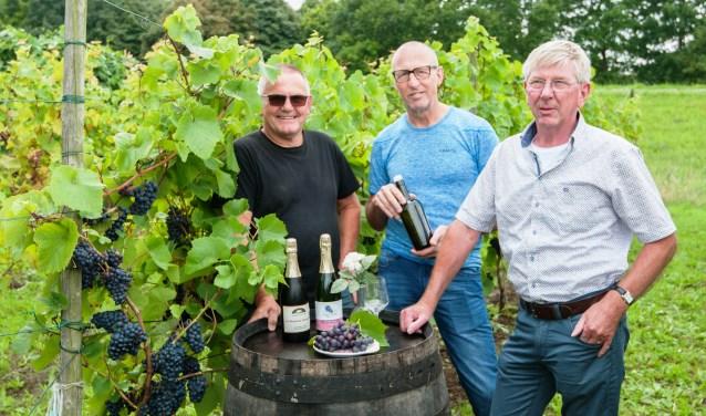 Ook dit jaar leggen Rene van der Linden, Dick Plantinga en Hans de Bruin van de wijngaarden/druiven de bezoeker alles uit over het verbouwen van druiven. Foto: Ropa Photo