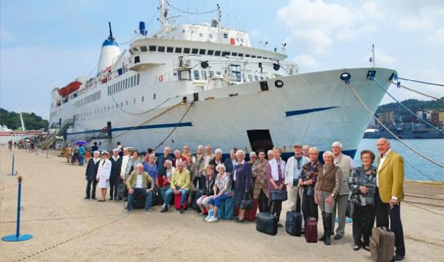 """De onthulling van de cruisefoto vond afgelopen vrijdag plaats. Gesteund door Kras, treden krasse senioren van vereniging """"De Gouden Mix"""" op met hun theatervoorstelling"""