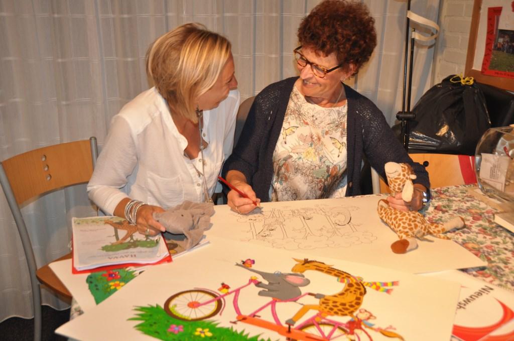 Kirsten Philipse (links) en Doreth Berendse maakten samen een prentenboek over de aangeboren aandoening slokdarmafsluiting. Het is een positief verhaal geworden dat gezinnen en kinderen die die overkomt veel steun kan bieden.